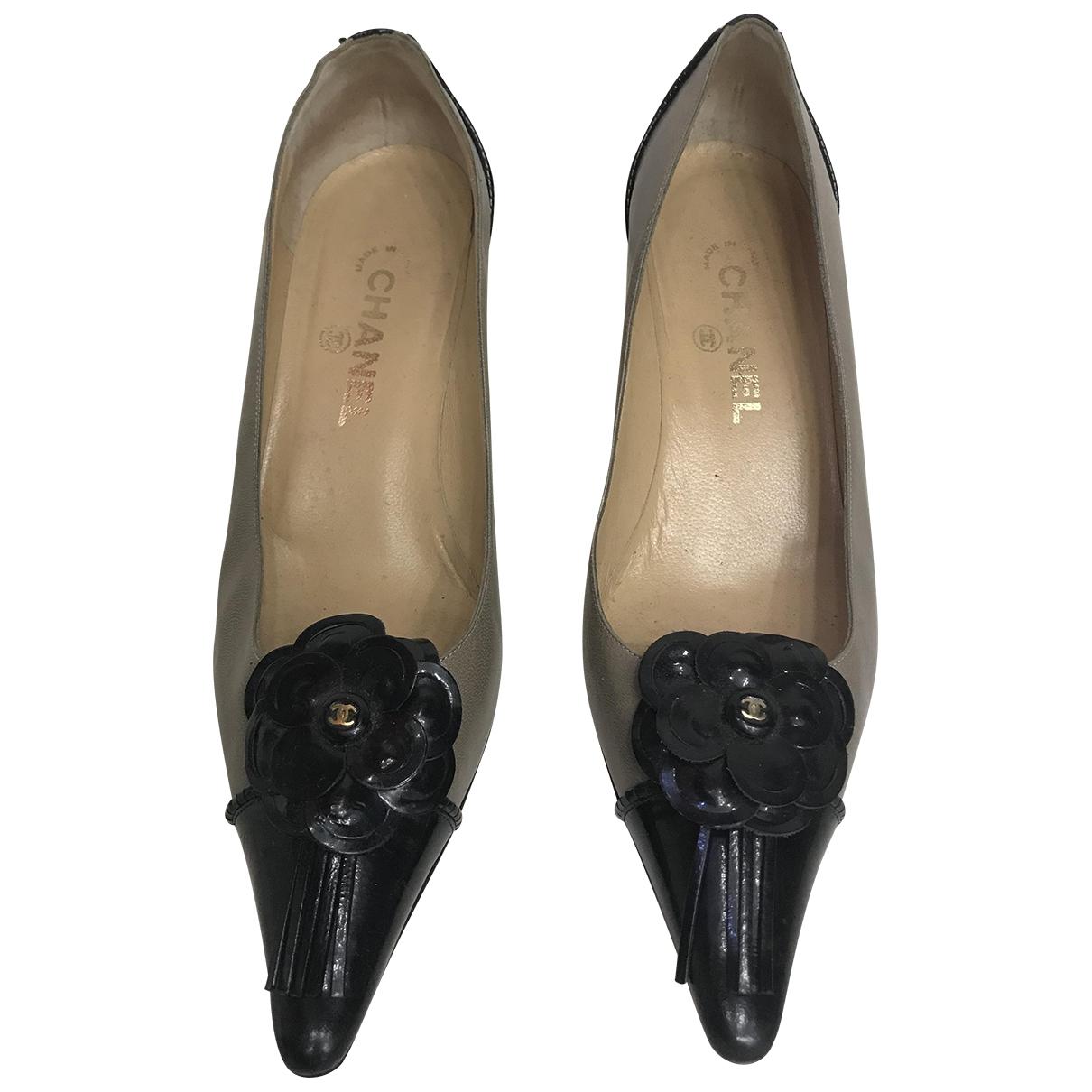 Chanel \N Pumps in  Khaki Leder