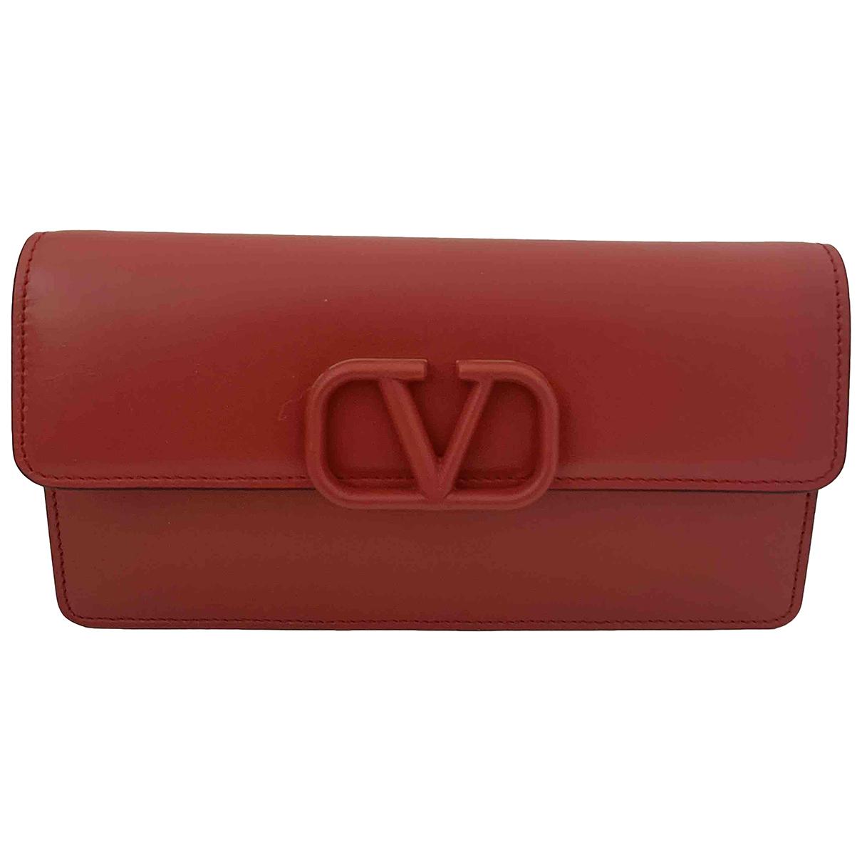 Valentino Garavani Vring Clutch in  Rot Leder