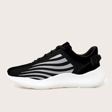 Maenner reflektierende Sneakers mit weiter Passform