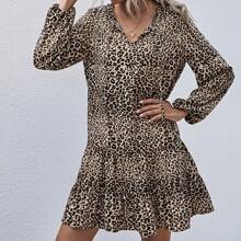 Vestido babydoll de cuello con cordon con estampado de leopardo