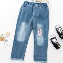 Jeans mit Riss, Flicken und umgesaeumtem Saum