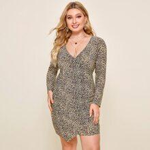 Kleid mit seitlicher Ruesche, asymmetrischem Saum und Leopard Muster