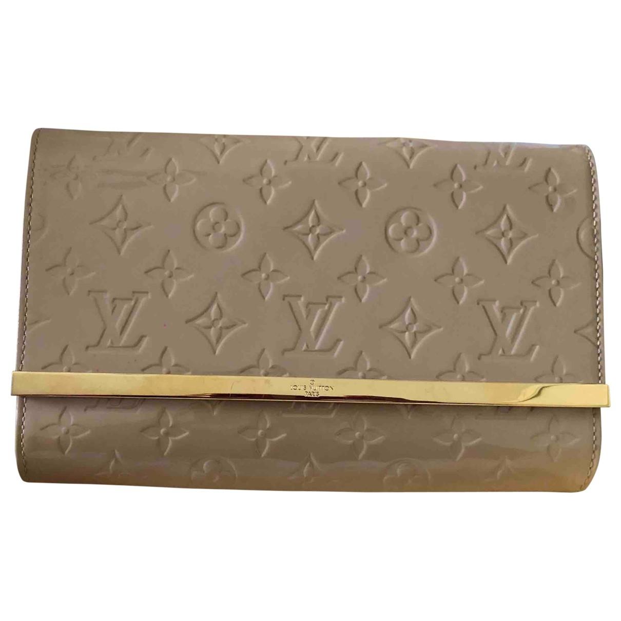 Louis Vuitton Ana Clutch in  Ecru Lackleder