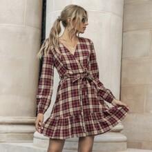 Kleid mit Karo Muster, Guertel und V Kragen