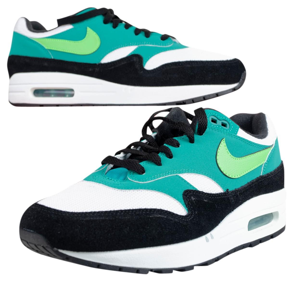 Nike Air Max 1 Sneakers in  Gruen Leder