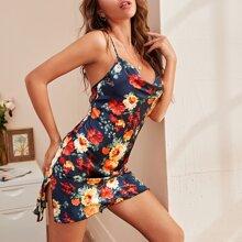 Rueckenfreies Nachtkleid mit Blumen Muster und Kreuzgurt