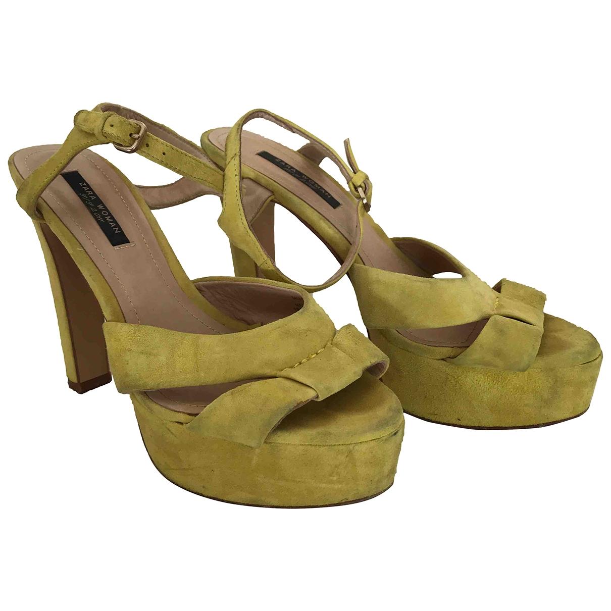 Zara \N Sandalen in  Gelb Veloursleder