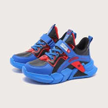 Jungen Sneakers mit chinesischen Schriftzeichen Grafik