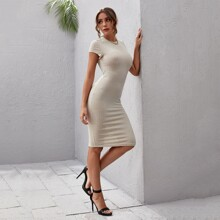 Figurbetontes Kleid mit Umhangaermeln