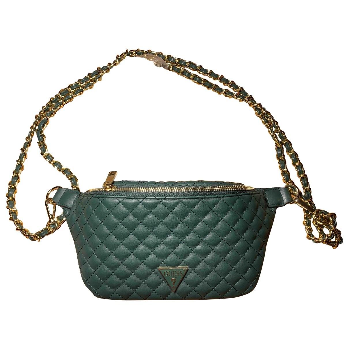 Guess \N Handtasche in  Gruen Synthetik