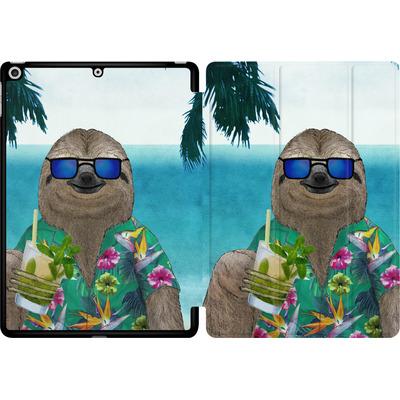 Apple iPad 9.7 (2018) Tablet Smart Case - Summer Sloth Drinking Mojito von Barruf