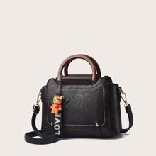Handtasche mit Baer Anhaenger
