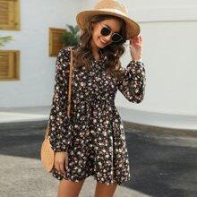 Hemdkleid mit Blumen Muster und Knopfen vorn