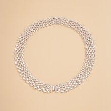 Halskette mit Lochern