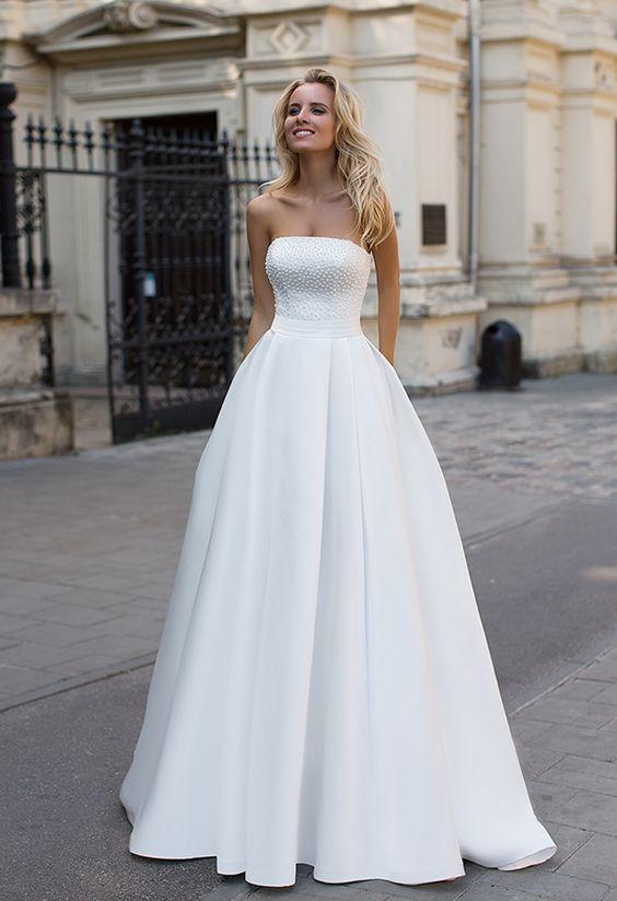 Simple sin tirantes blanco una linea de cremallera hasta una linea de vestido de novia princesa