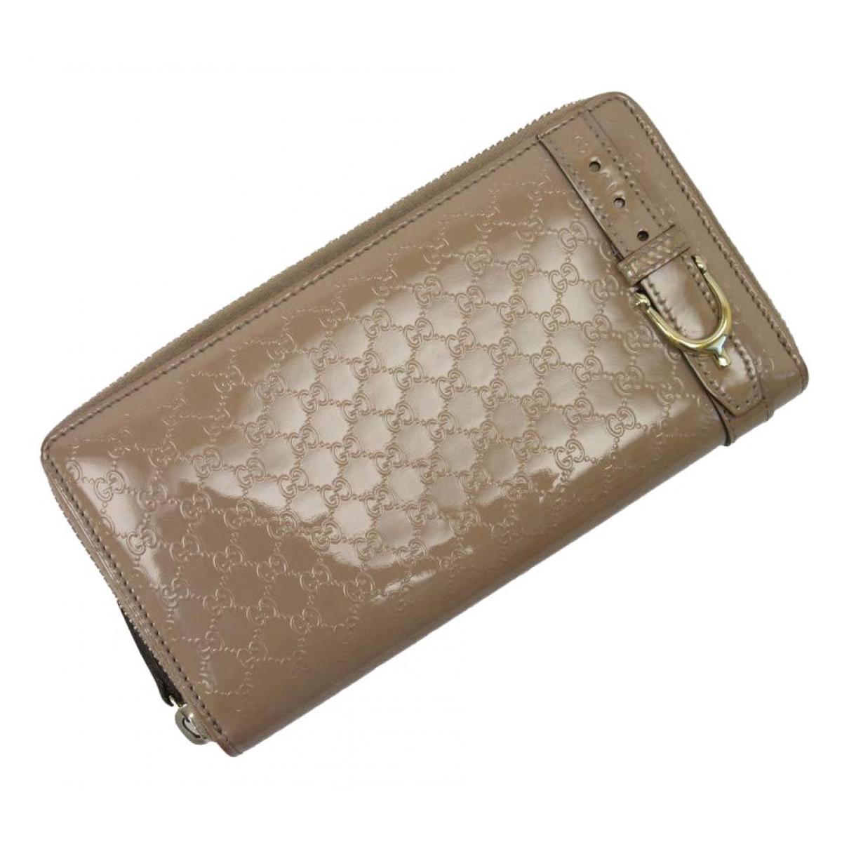 Gucci \N Portemonnaie in  Beige Lackleder