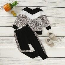 Sudadera de niñitas de leopardo con costura con pantalones deportivos