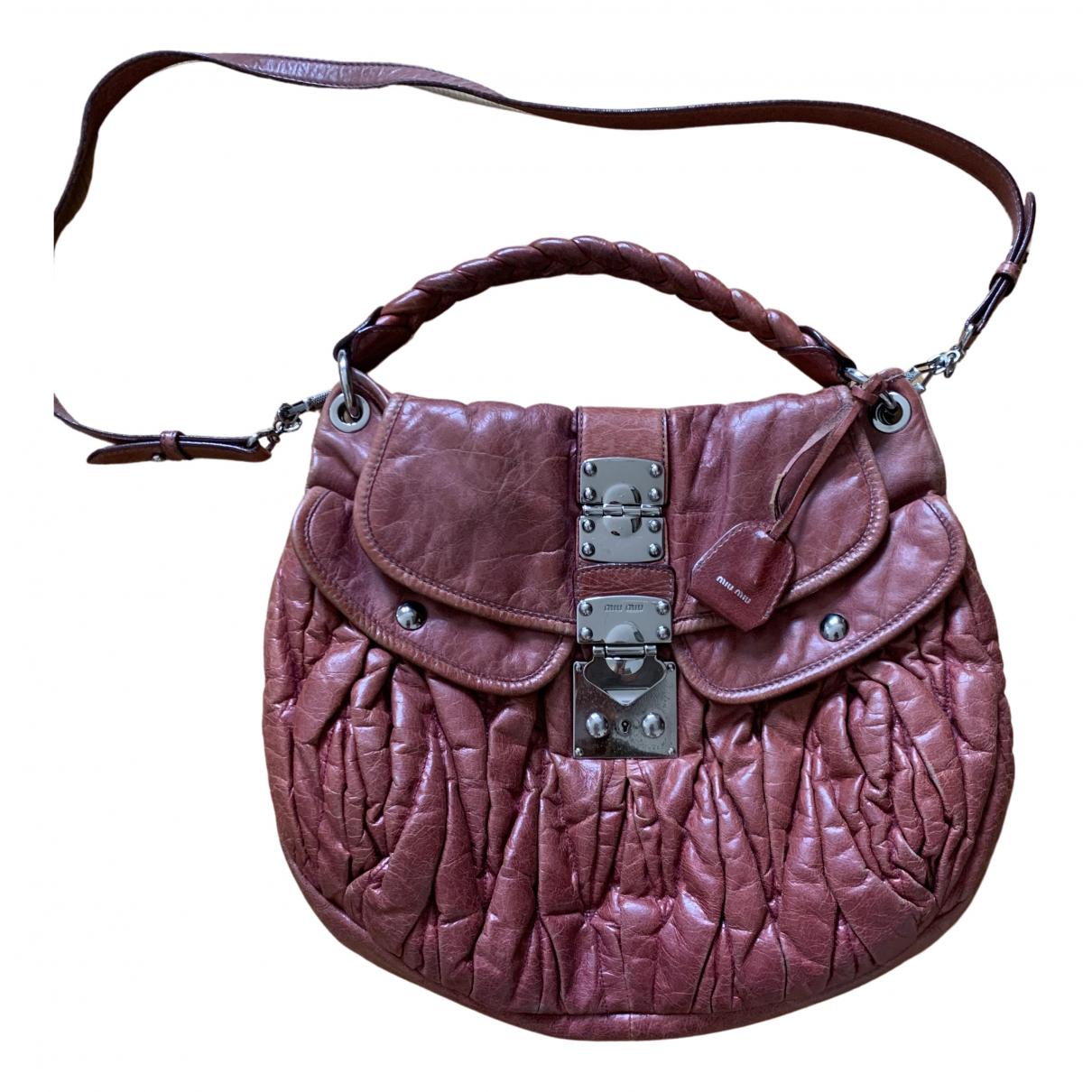 Miu Miu Coffer Handtasche in  Bordeauxrot Leder