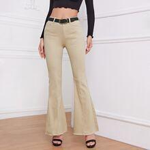 Jeans mit ungesaeumtem Saum, ausgestelltem Beinschnitt ohne Guertel