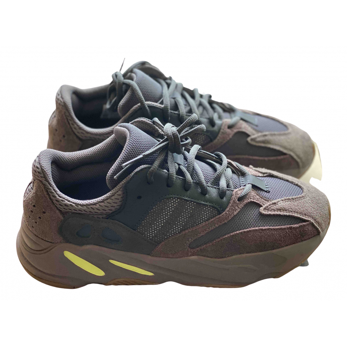 Yeezy X Adidas Boost 700 V1  Sneakers in  Braun Veloursleder