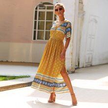 Kleid mit Stamm Muster und Schlitz