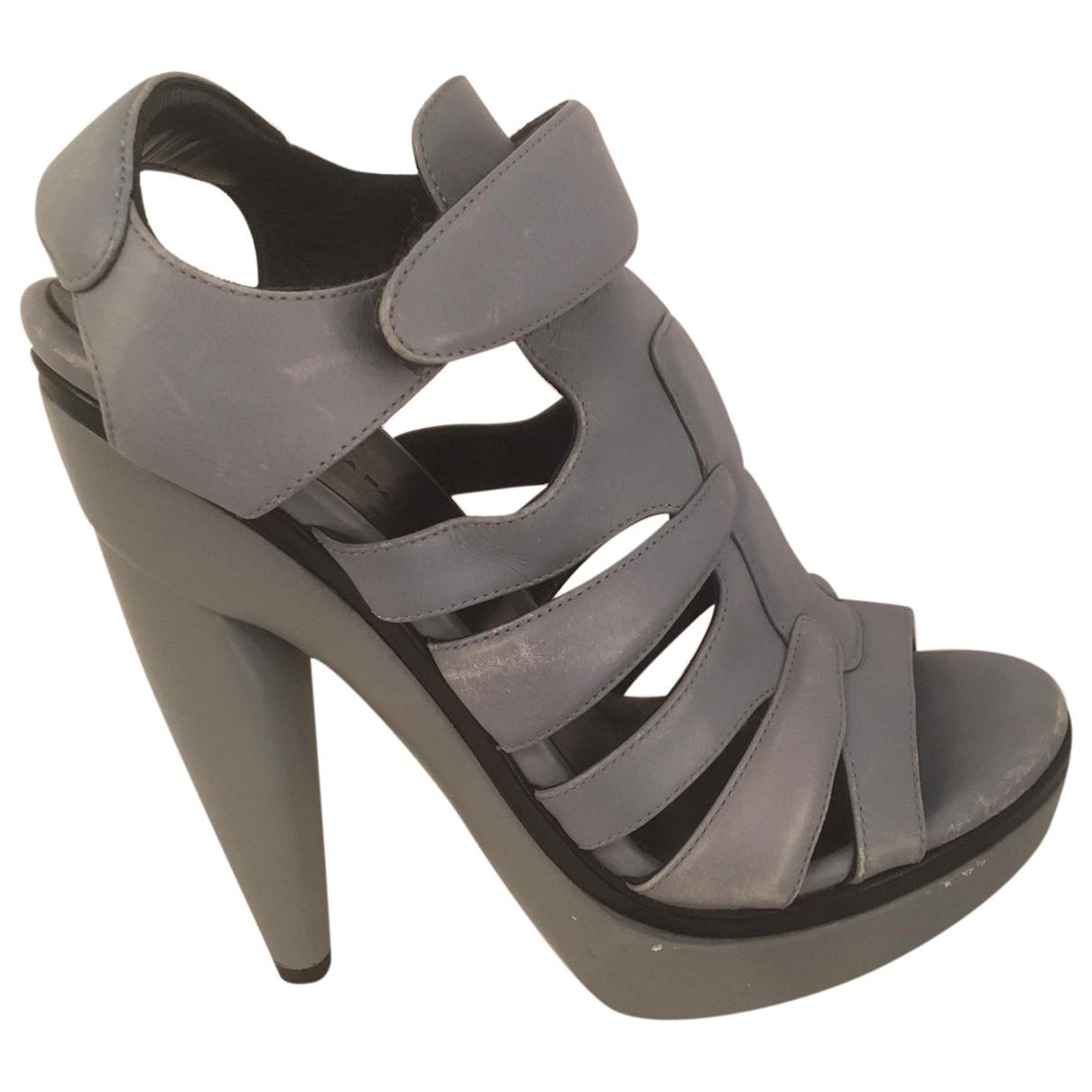 Balenciaga \N Sandalen in  Grau Leder