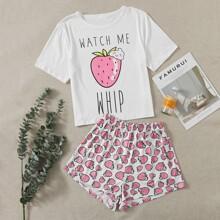 Schlafanzug Set mit Buchstaben & Erdbeere Muster