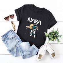 Camiseta con estampado de figura y letra