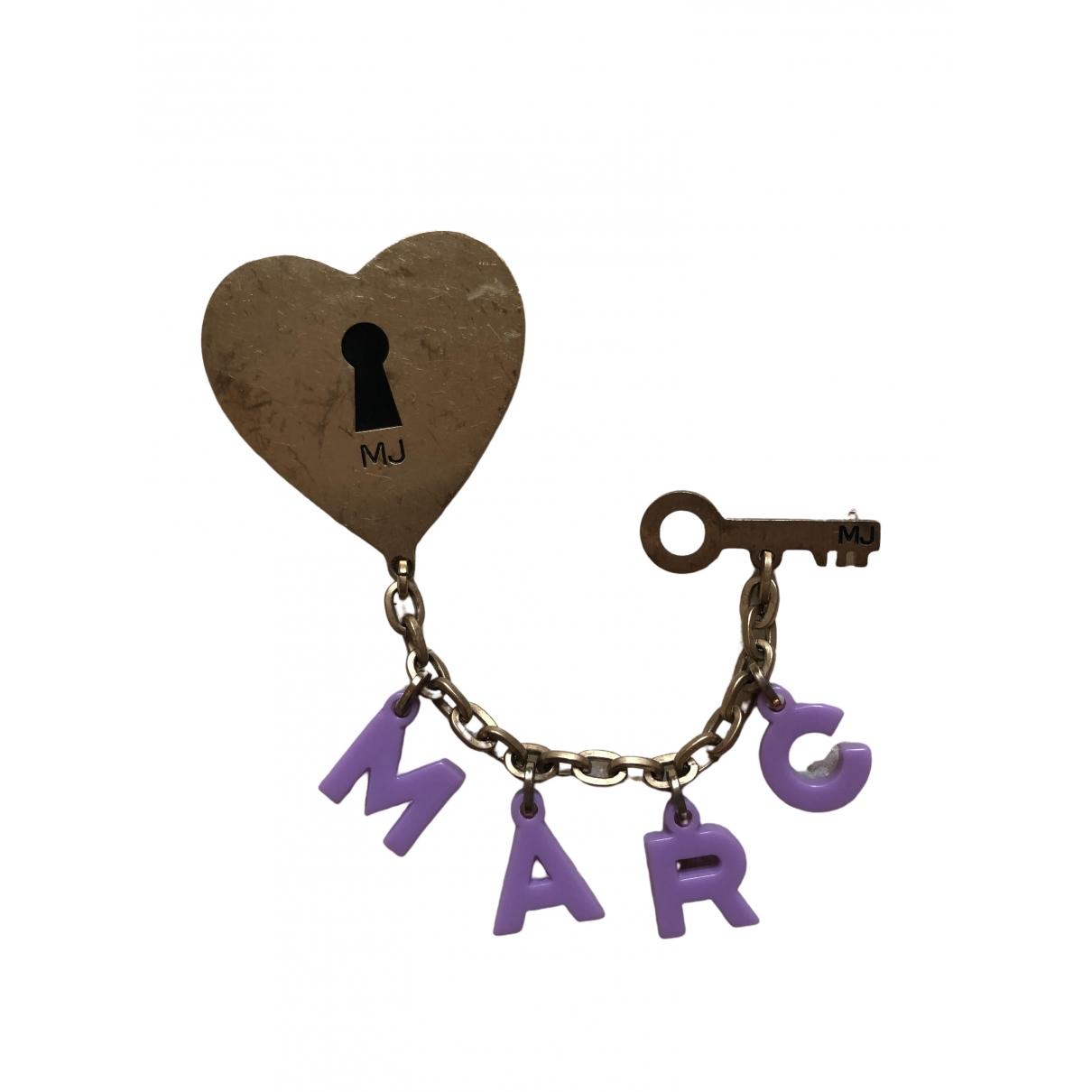 Broche en Metal Dorado Marc Jacobs