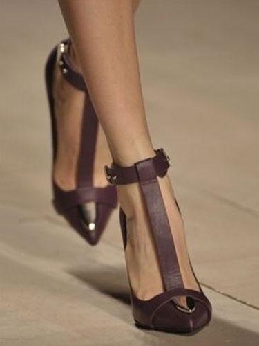 Milanoo Women Vintage High Heels Pointed Toe Heels Tan T-bar Ankle Strap Heels with Metal Detail Heeled Shoes