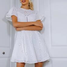 Kleid mit Schmetterlingaermeln und Ausschnitt hinten