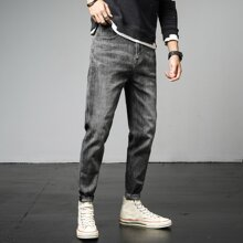 Jeans mit schraegen Taschen