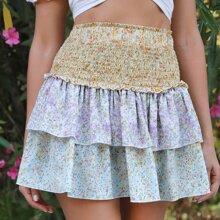 Falda a capas floral de margarita de color combinado panel con fruncido