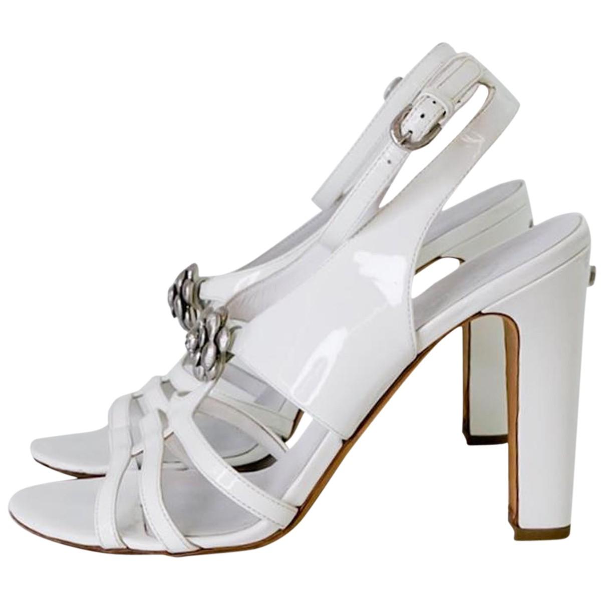 Chanel \N Sandalen in  Weiss Lackleder