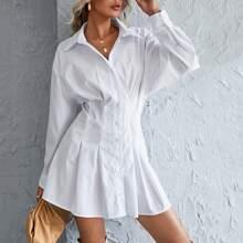 Hemdkleid mit Knopfen vorn und geraffter Rueckseite