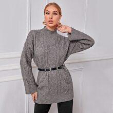 Langer Pullover mit Stehkragen, sehr tief angesetzter Schulterpartie ohne Guertel