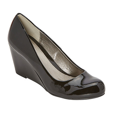 CL by Laundry Womens Nima Closed Toe Wedge Heel Pumps, 5 1/2 Medium, Black