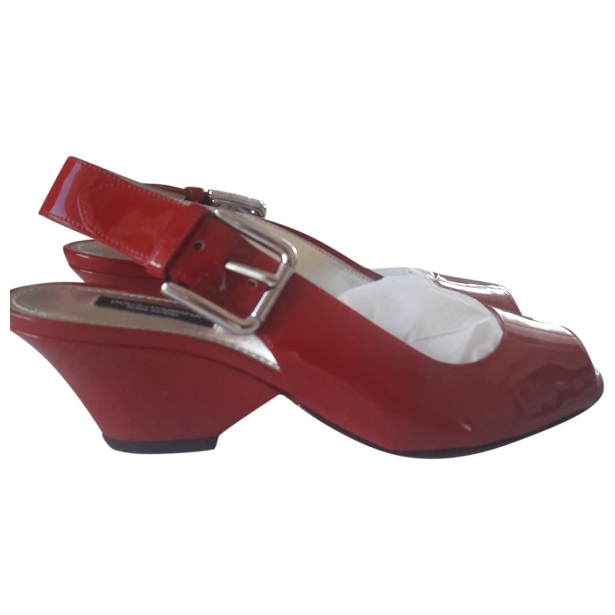 Dolce & Gabbana \N Sandalen in  Rot Lackleder