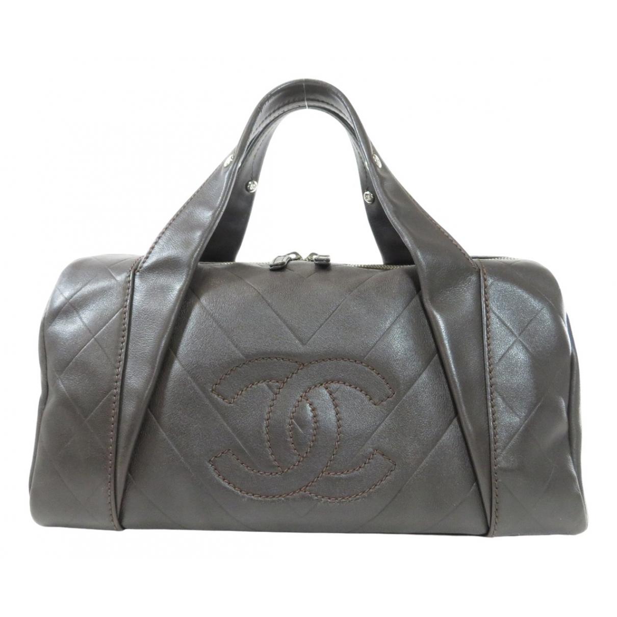 Chanel \N Reisetasche in  Braun Leder
