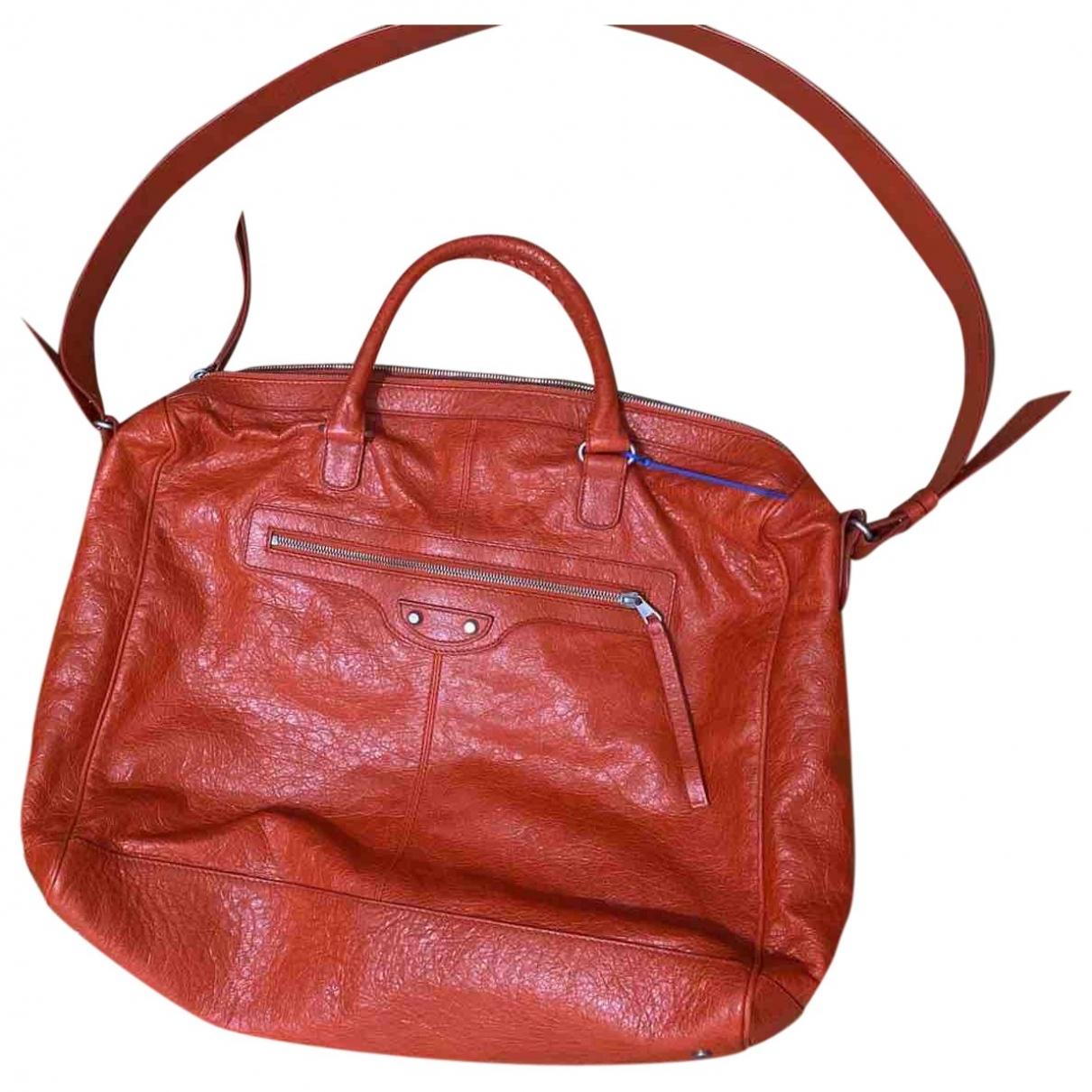Balenciaga Weekender Red Leather handbag for Women \N