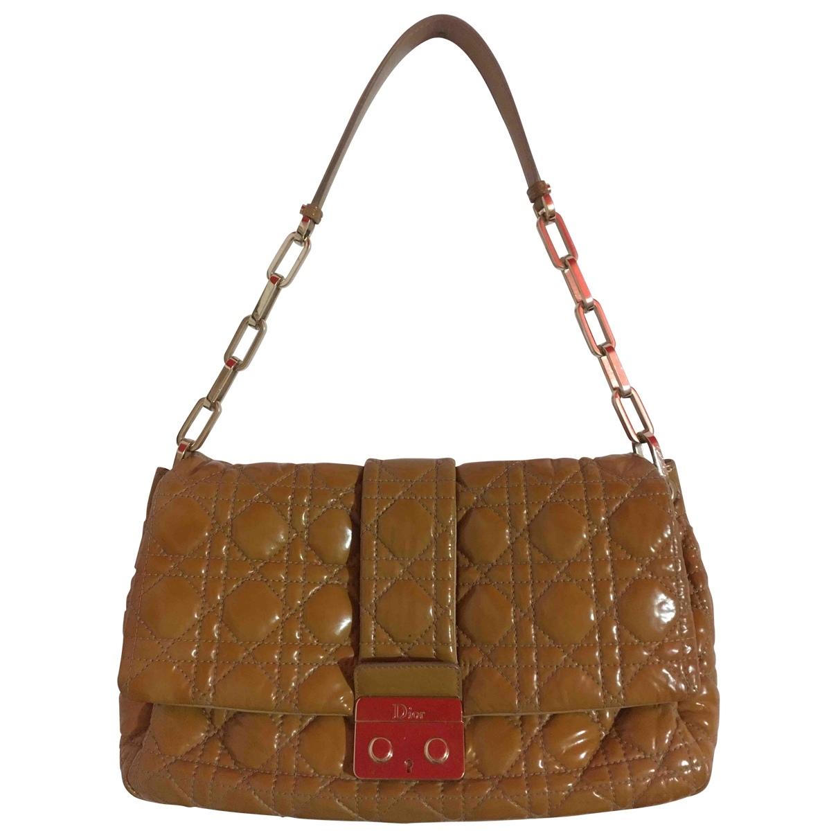 Dior - Sac a main New Lock  pour femme en cuir verni - camel