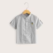 Camisa de niñitos de rayas con parche con boton delantero