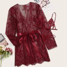 Grosse Grossen - Lingerie Set mit Blumen Muster, Spitze und Robe mit Guertel