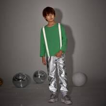 Conjunto camiseta panel reflexivo con pantalones de color metalico