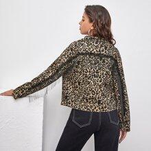 Chaqueta denim de leopardo con bolsillo ribete con fleco