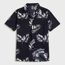 Maenner Hemd mit tropischem Muster und Revers Kragen