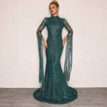 Kleid mit Extra langen Ärmeln, Pailletten und Netzstoff