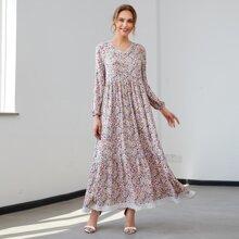 Kleid mit Spitzeneinsatz und Bluemchen Muster