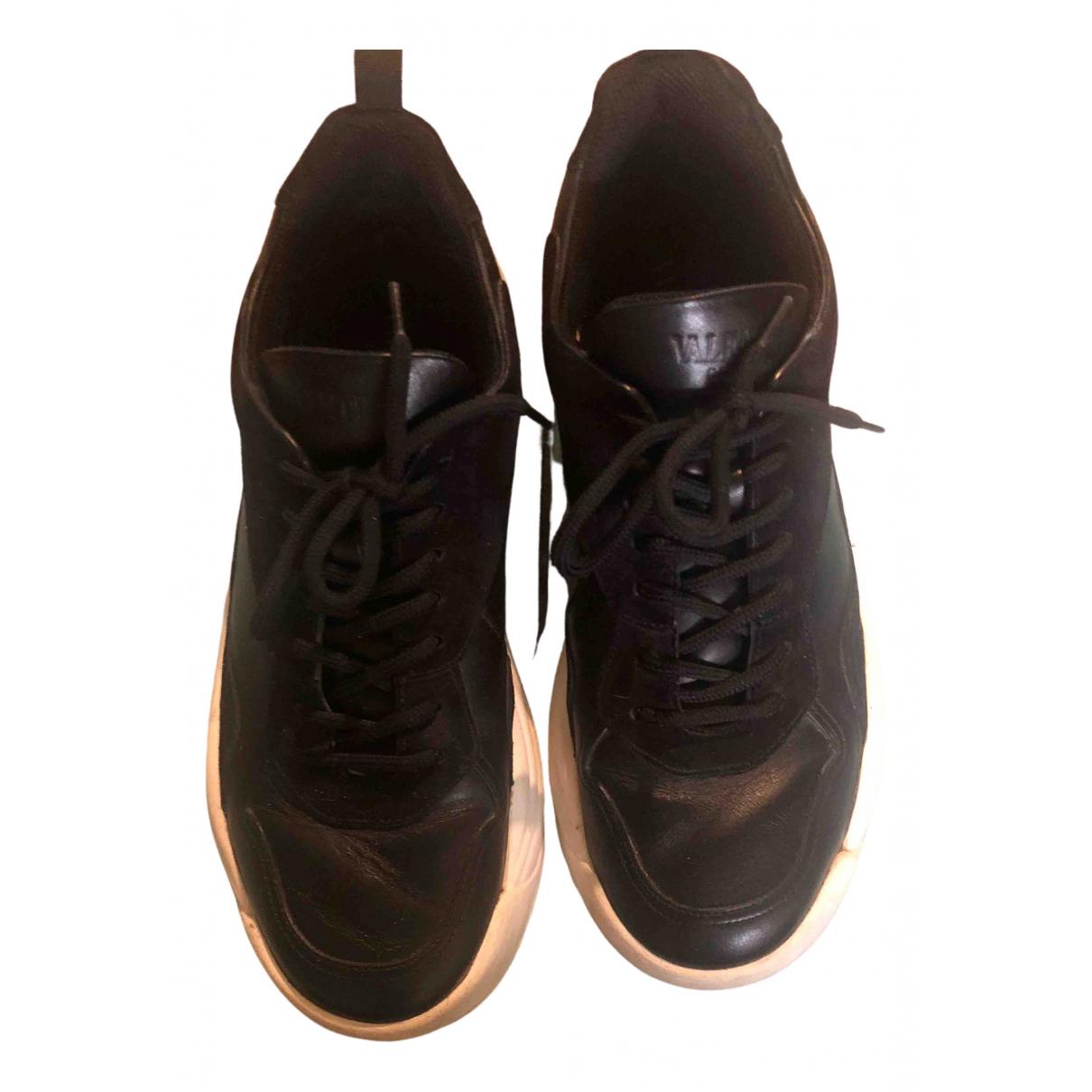 Valentino Garavani \N Sneakers in  Schwarz Leder