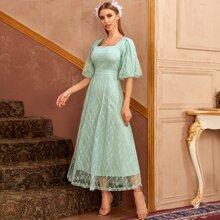 Kleid mit Laternenaermeln, quadratischem Kragen und Spitze